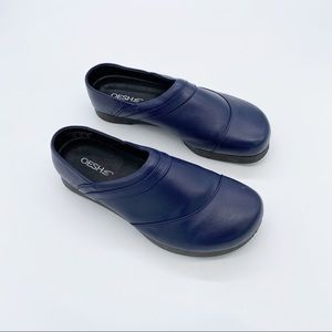 Oesh clog Shoes size 9